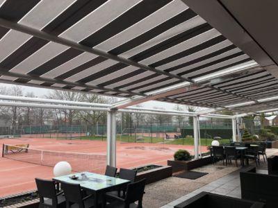 zonwering tennisbaan